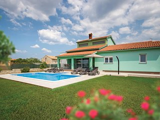 Stunning home in Galizana w/ WiFi and 3 Bedrooms