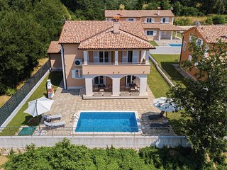 Amazing home in Pula w/ WiFi and 4 Bedrooms