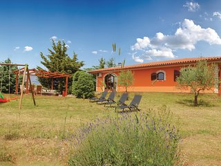 Amazing home in Galizana w/ WiFi and 2 Bedrooms