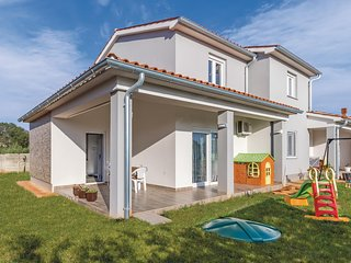 Amazing home in Skatari w/ WiFi and 3 Bedrooms