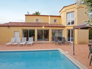 Awesome home in Agde w/ Outdoor swimming pool, WiFi and Outdoor swimming pool