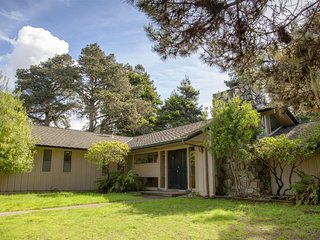 Fully furnished mid-century home right down the road from MacKerricher state par