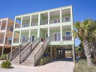 Great Location ~ Pool ~ Mintal Escape at Beach Life ~ 3 Bedroom ~ Sleeps 10!
