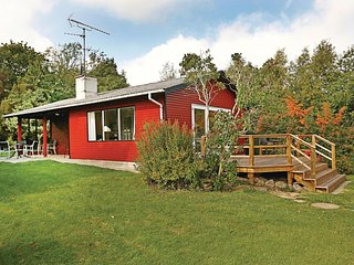 Nice home in Allinge w/ 2 Bedrooms