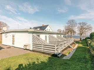 Awesome home in Allinge w/ WiFi and 2 Bedrooms (I56303)