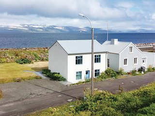 Nice home in Hnifsdalur w/ 2 Bedrooms