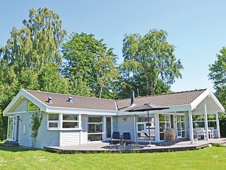 Nice home in Hornbaek w/ Sauna, WiFi and 3 Bedrooms