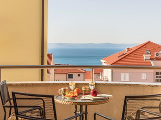 Stunning home in Makarska with WiFi and 2 Bedrooms (CDF415)