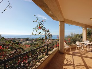 This pleasant holiday apartment on the 1. floor in Santa Maria di Castellabate o