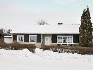 Amazing home in Sunne w/ WiFi and 3 Bedrooms