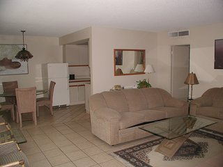 Apartment in Palm Springs California  at Club Trinidad Resort Cochella Weekends