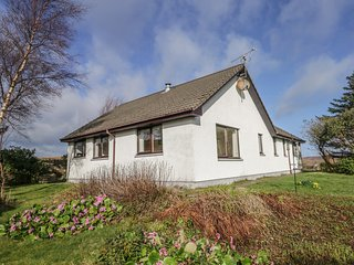 SAIL MHOR VIEW, pet-friendly, country holiday cottage, in Dundonnell