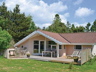 Nice home in Vaeggerlose w/ Sauna, WiFi and 3 Bedrooms
