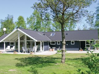 Awesome home in Vaeggerlose w/ 4 Bedrooms and WiFi