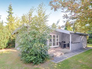 Nice home in Vaeggerlose w/ 2 Bedrooms