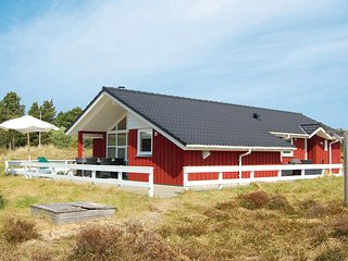 Nice home in Rømø w/ Sauna, WiFi and 4 Bedrooms (R10173)