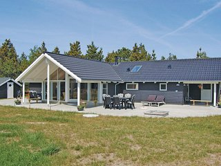 Awesome home in Rømø w/ Sauna, WiFi and 4 Bedrooms (R10176)