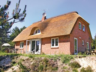 Stunning home in Rømø w/ WiFi and 4 Bedrooms