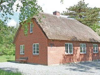Stunning home in Rømø w/ WiFi and 4 Bedrooms (R10228)