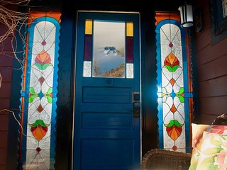 Cozy Cottage Super Close to Red Rocks, Skiing, Hiking, Denver, Golden!