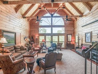 5BR Private Hilltop Retreat - Game Room w/ Pool Table - 22 Miles to Nashville