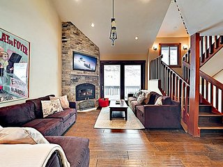 Spacious Townhome w/ Hot Tub, Adjacent to Gore Creek - 4.5 Miles to Vail