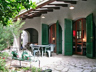 4 bedroom Villa with WiFi and Walk to Beach & Shops - 5777459