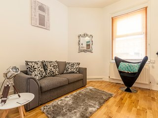 Beautiful Central Exeter Apartment - w/parking