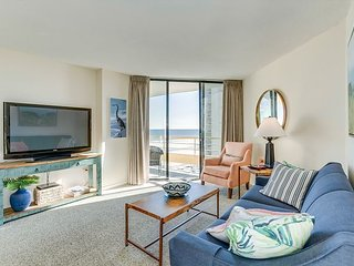 Oceanfront condo, private community, close to restaurants and attractions