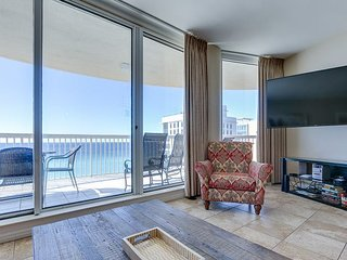 'The Lookout' - enjoy a Destin vacation like never before in beachfront condo