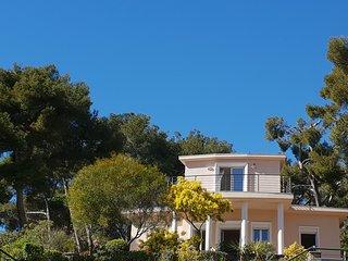 Magnifique villa vue mer et cap canaille unique à la location.
