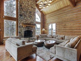 Custom 4 Bedroom Log Cabin on The Snake River!