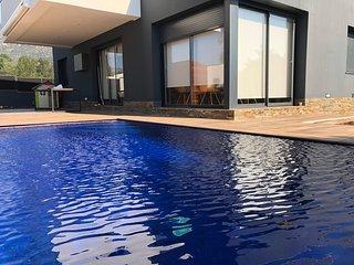 Villa de alto standing con piscina privada