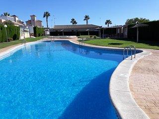 5 bedroom 3 bath, Spa Table Ten. Deluxe Detached Villa backs Villamartin Golf