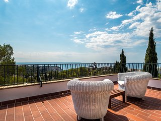 Pleasant villa with breathtaking sea-view at the back of Palma centre