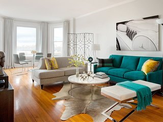 Stunning BOSTON BROWNSTONE condo by interior designer! Superb Boston location.