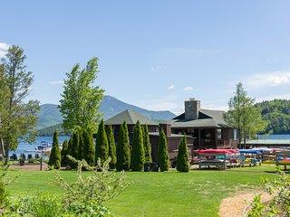 Lakeside 11: Whiteface Club & Resort, waterfront, 2 bedrooms, sleeps 6-7!