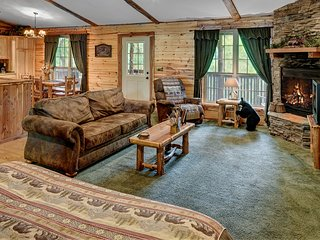 Lake Forest Luxury Log Cabins ,Beaver Lake Area Sleeps 2-10 Bear Cub Cabin