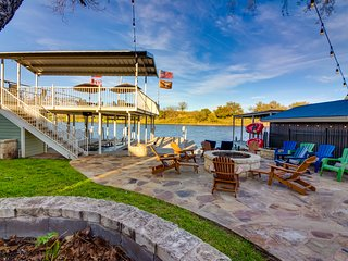 NEW LISTING! Luxury lakefront home w/private dock, firepit, 2 kayaks & game room