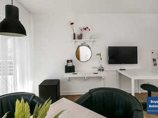 (B9) Central and quiet location in Berlin-Mitte with high-speed wifi