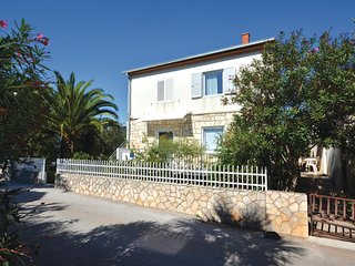 Awesome home in Stari Grad w/ WiFi and 1 Bedrooms