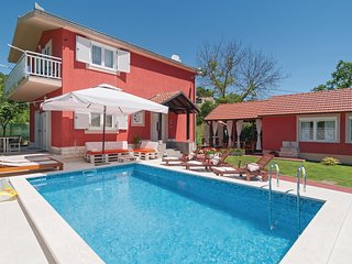 Awesome home in Sinj w/ WiFi and 3 Bedrooms