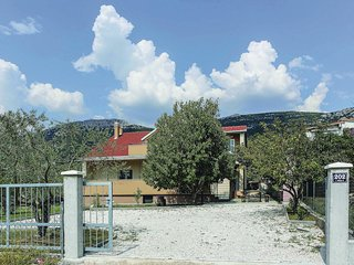 Amazing home in Kastel Luksic w/ WiFi and 3 Bedrooms