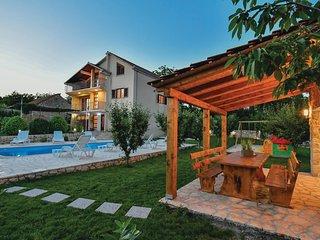 Stunning home in Vinjani Gornji w/ WiFi and 4 Bedrooms