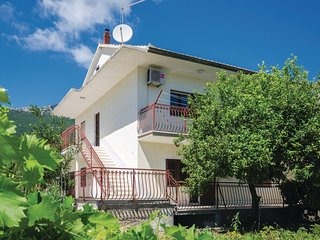 Amazing home in Kastel Stari w/ WiFi and 3 Bedrooms (CDE917)