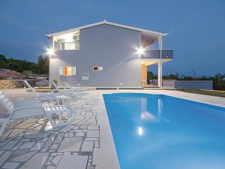 Stunning home in BLizna Donja w/ WiFi and 4 Bedrooms (CDE892)