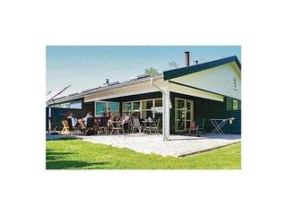 Beautiful home in Vaeggerlose w/ Sauna, WiFi and 4 Bedrooms