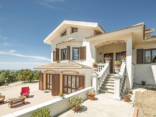 Amazing home in Sennori -SS- w/ 3 Bedrooms
