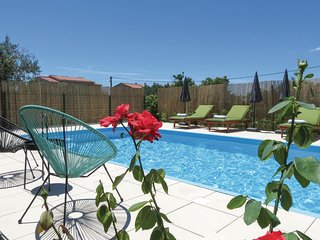 Stunning home in Kastel Stari w/ WiFi, 3 Bedrooms and Outdoor swimming pool