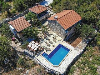 Beautiful home in Drvenik Veliki w/ WiFi and 2 Bedrooms